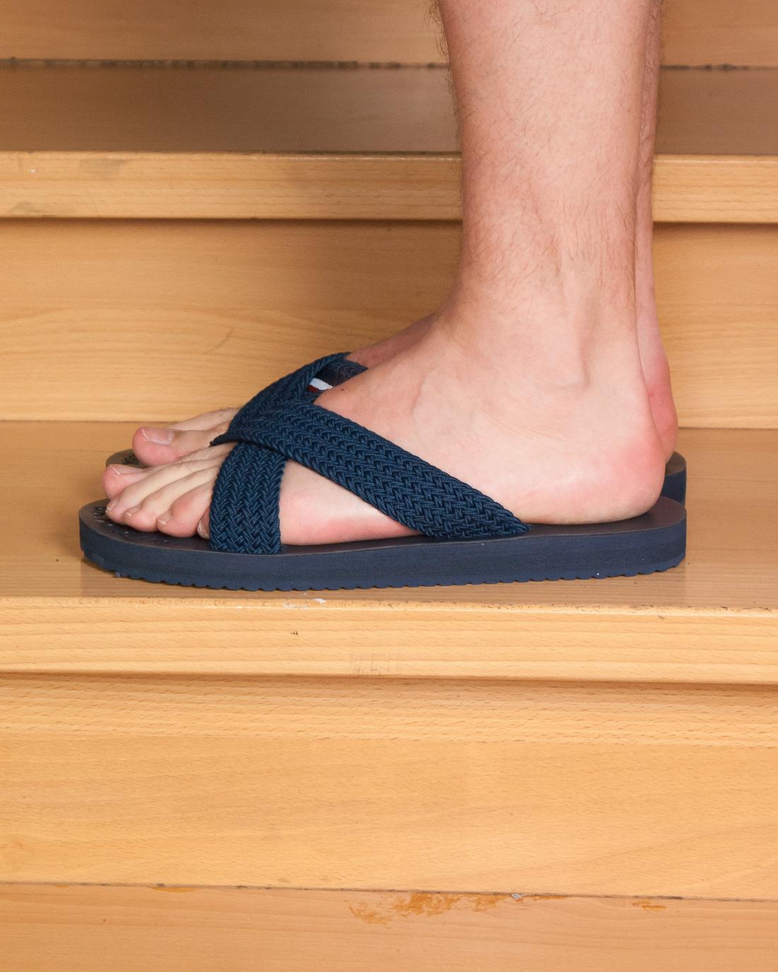 klapki męskie do chodzenia z na stopach