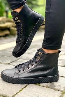 Dlaczego warto kupić buty ze skóry naturalnej?